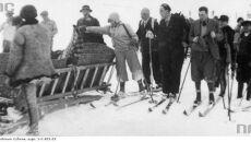 Ratownicy po zakończonej akcji ratunkowej, 1935 (Narodowe Archiwum Cyfrowe)