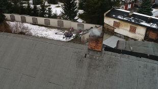 """""""Wąchający"""" dron w akcji. Podniebny pomocnik strażników sprawdza, czym palimy"""