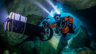Polak penetruje czeską zalaną jaskinię Hranicka Propast. Chce udowodnić, że jest najgłębsza na świecie