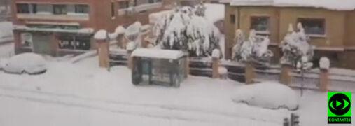 """""""Mieszkamy tu od 10 lat i śnieg padał raz przez dwie godziny"""". Madryt sparaliżowany"""