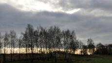 Słońce prześwitujące przez chmury
