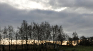 Słońce prześwitujące przez chmury (Kontakt Meteo/Casimirus)