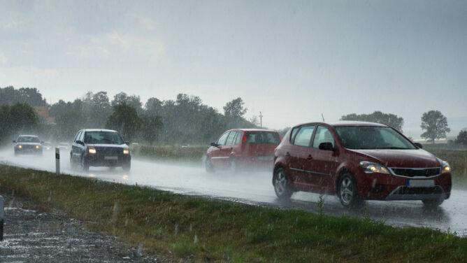 Kierowcy, uważajcie na ulewny deszcz